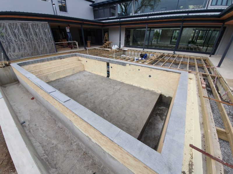 The installation of the 250 fibre optics in the pool floor was a challenge as it would mean 250 'holes' in the floor of the pool and a waterproofing nightmare. This was tackled by waterproofing the pool structure entirely, and then fitting the fibre optics on top of this waterproofing.